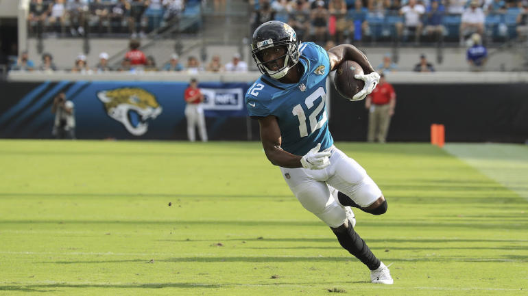 NFL games today, Week 2 scores, highlights, updates, schedule: Dede Westbrook delivers dagger to Patriots