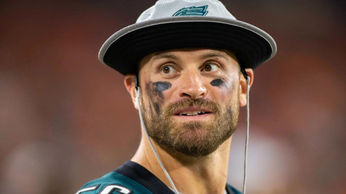 958f5258328 Eagles' Chris Long to donate a quarter of his salary, distribute books for  children's literacy - CBSSports.com