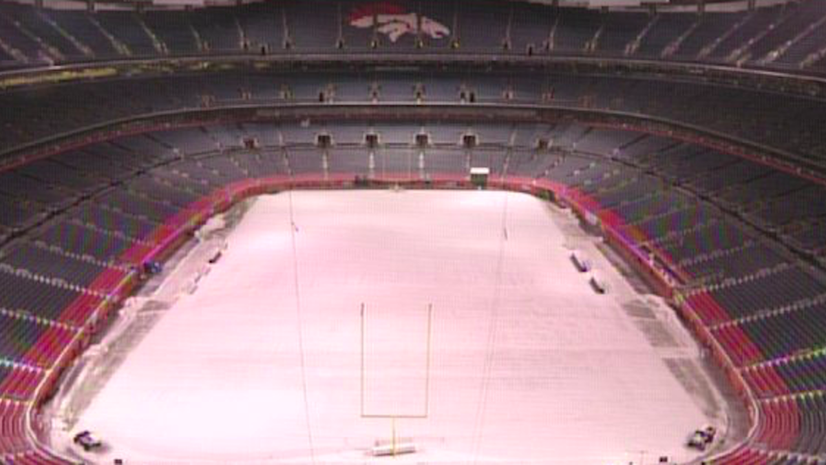 35d4e32c3c2 Broncos' stadium is covered in snow as team gets ready to host the  undefeated Rams - CBSSports.com