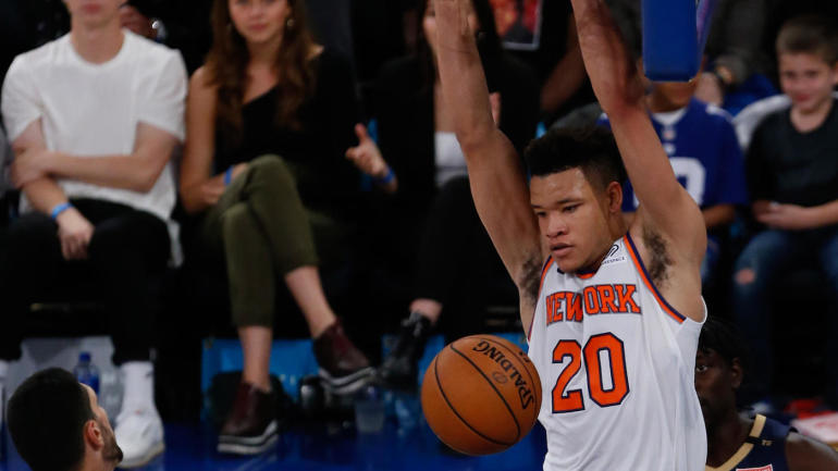 Knicks rookie Kevin Knox carried off court with sprained ankle - CBSSports.com