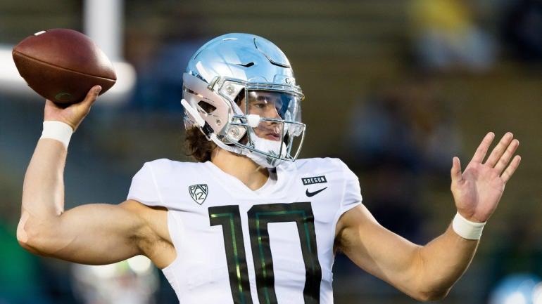 04da27f94 Oregon QB Justin Herbert bypassing 2019 NFL Draft, will return to Ducks for  senior season