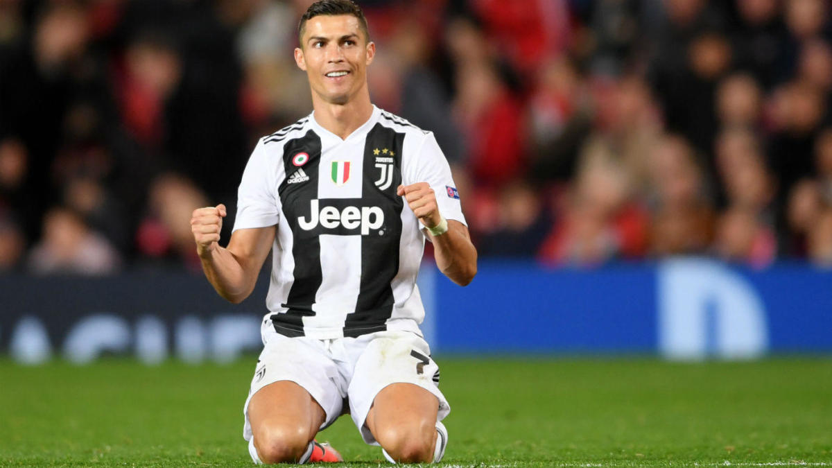 Watch Cristiano Ronaldo Scores In Fifth Straight Juventus Match With Gravity Defying Header Vs Sampdoria Cbssports Com