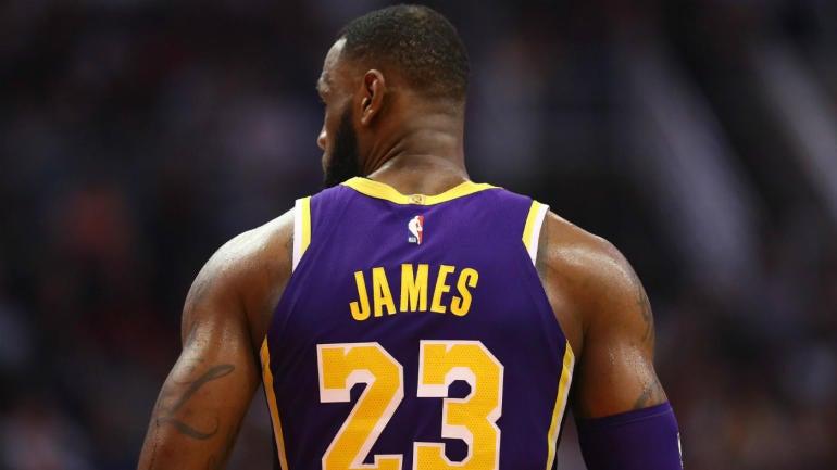 ae96cd9c3b7b LeBron James wears Beto O Rourke for Senate hat to Lakers  game in San  Antonio - CBSSports.com