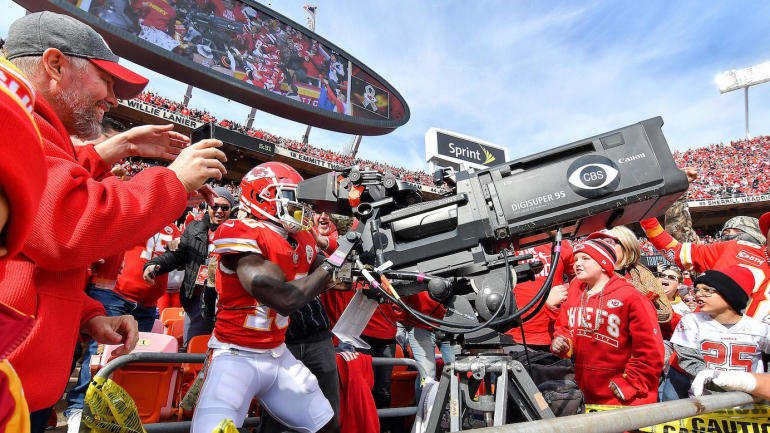 NFL Week 10 Celebration Grades  Tyreek Hill takes the crown with Ochocinco  camera tribute - CBSSports.com e2a14e552
