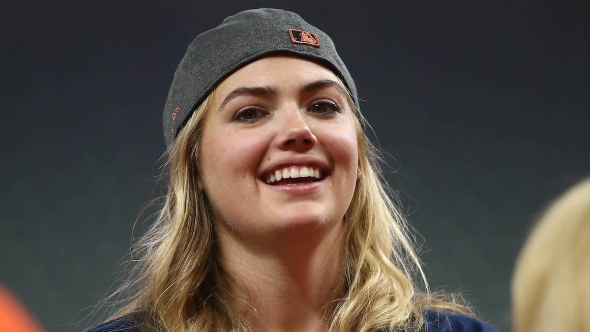 Kate Upton, Amy Cole recreate their husbands' Sports Illustrated cover at ALDS Game 5