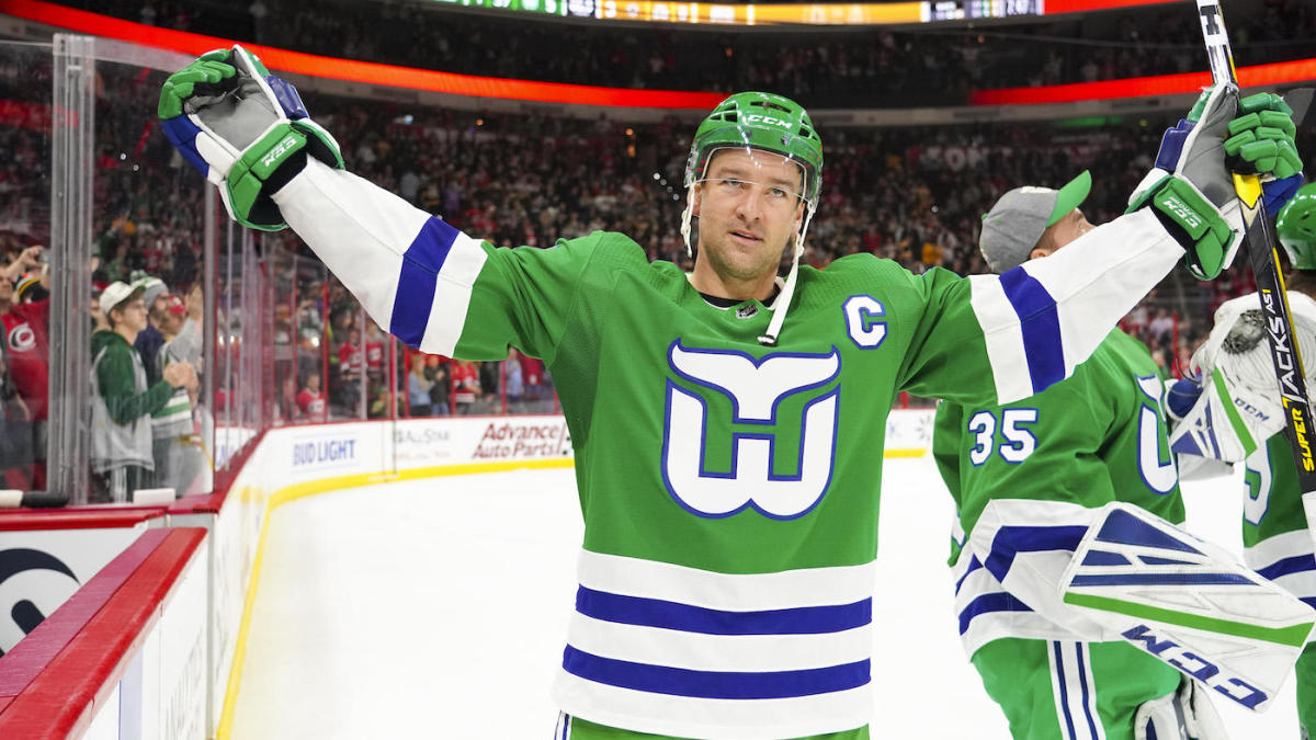 c504fa56 Carolina Hurricanes left hockey fans conflicted with throwback Hartford  Whalers night - CBSSports.com