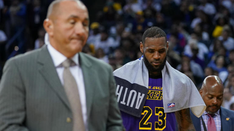 fcba38635 LeBron James injury update  Lakers star day-to-day after MRI reveals good news  on groin strain - CBSSports.com