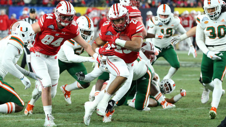 Wisconsin Vs Miami Pinstripe Bowl Score Jonathan Taylor Shines As