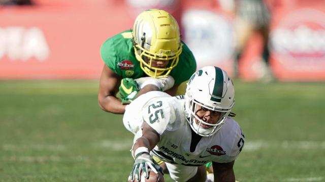 Redbox Bowl Score Oregon Outlasts Michigan State In One Of