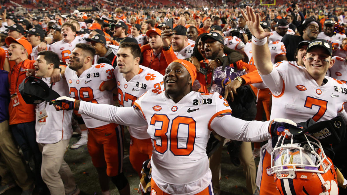 Facing more pressure than ever, Clemson enjoys being the center of the college football universe