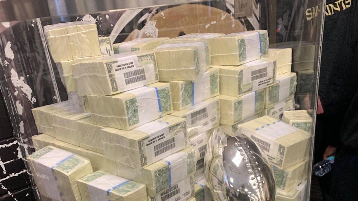 NFL Playoffs: Look at the huge pile of cash Sean Payton used