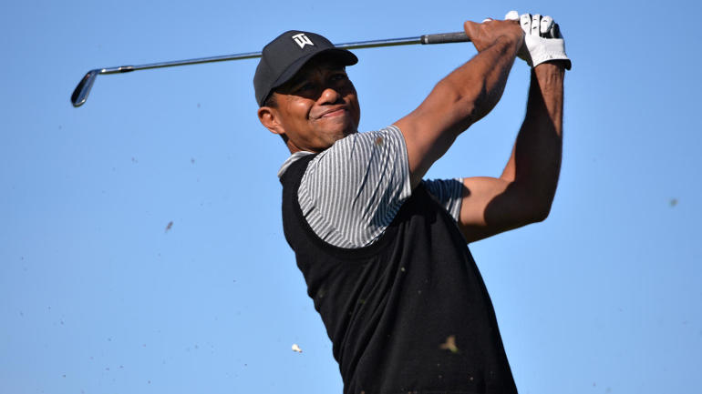tiger woods score  narrowly makes cut after near disaster
