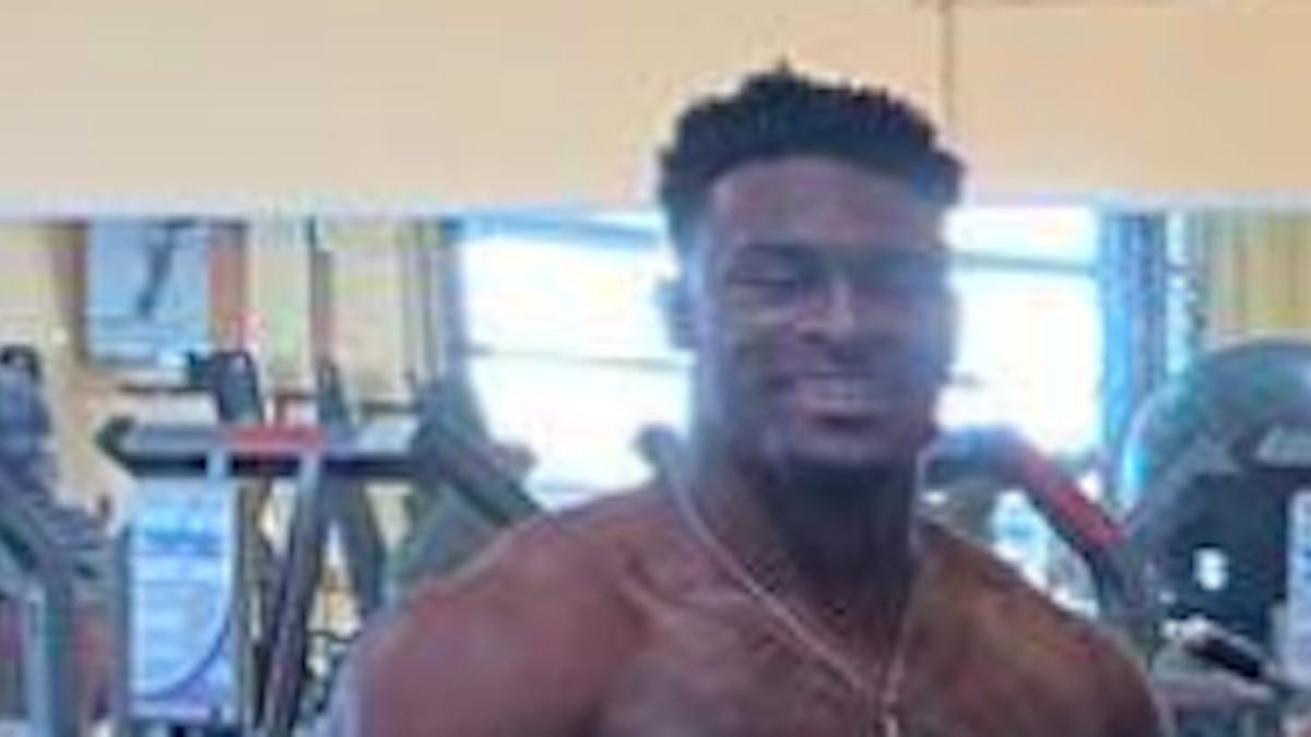Twitter Jokes About Top 2019 Nfl Draft Prospect Who S So Ripped He Makes Players Around Him Look Tiny Cbssports Com