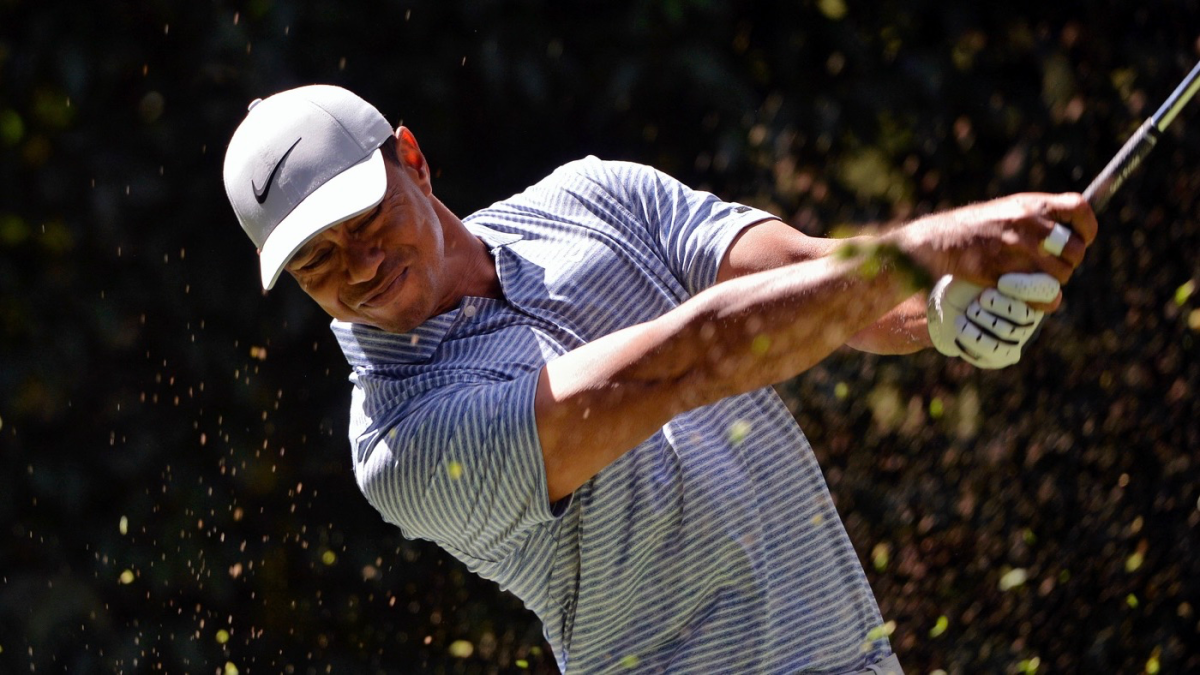 tiger woods score  slow start leads to mediocre round 1 at