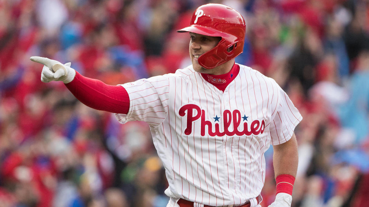 Phillies' Rhys Hoskins hits physics-defying RBI double that rolls along top of outfield wall