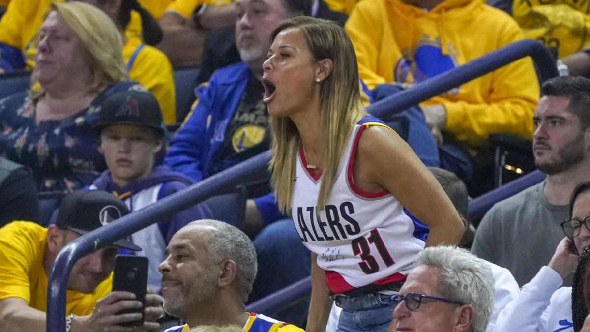 online retailer 1f52a c3f12 NBA Playoffs: Sonya Curry is skipping her usual pregame ...