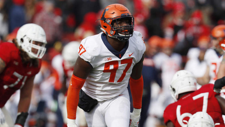Illinois defensive lineman Bobby Roundtree suffers spinal injury in swimming accident