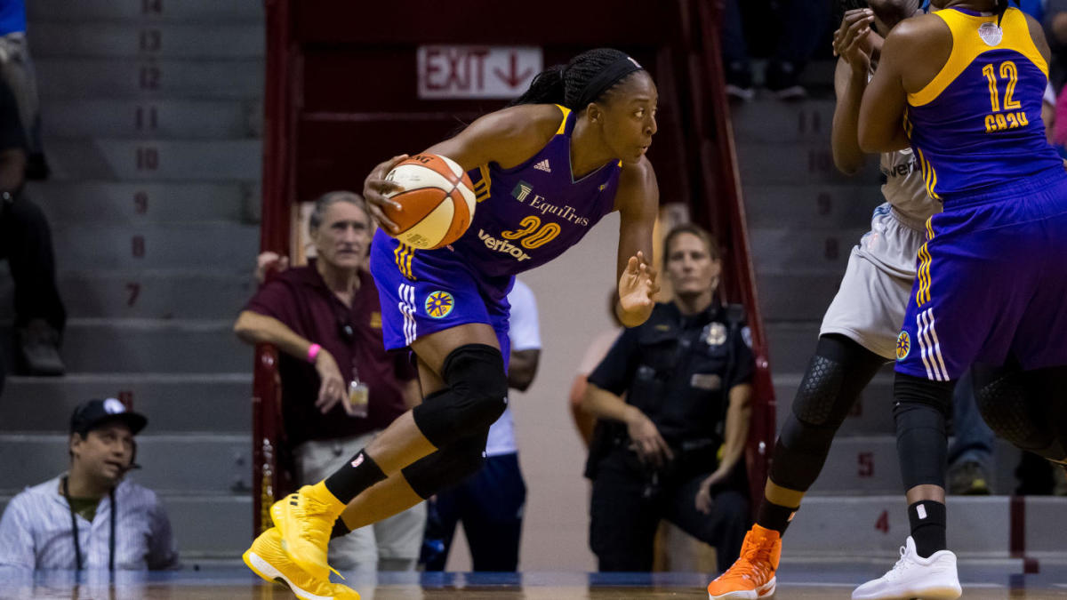 Fan tackled by security for running at Ogwumike sisters with object in hand following WNBA playoff game
