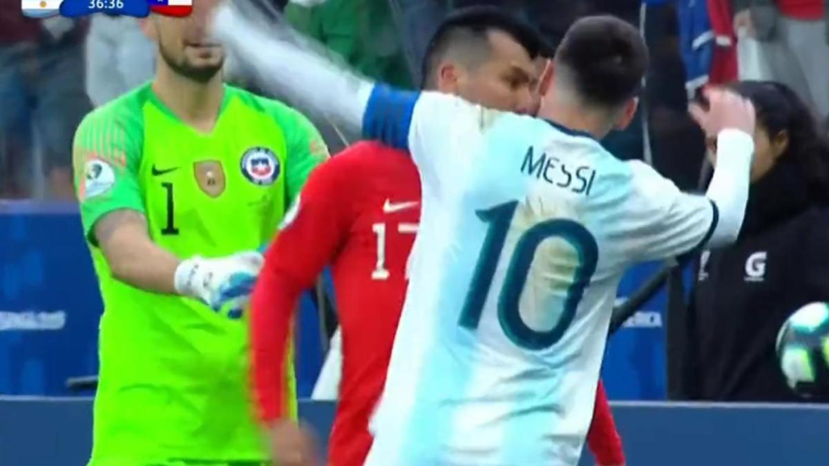 Argentina Vs Chile Lionel Messi S Copa America Ends With A Red Card After Heated Pushing Match With Medel Cbssports Com