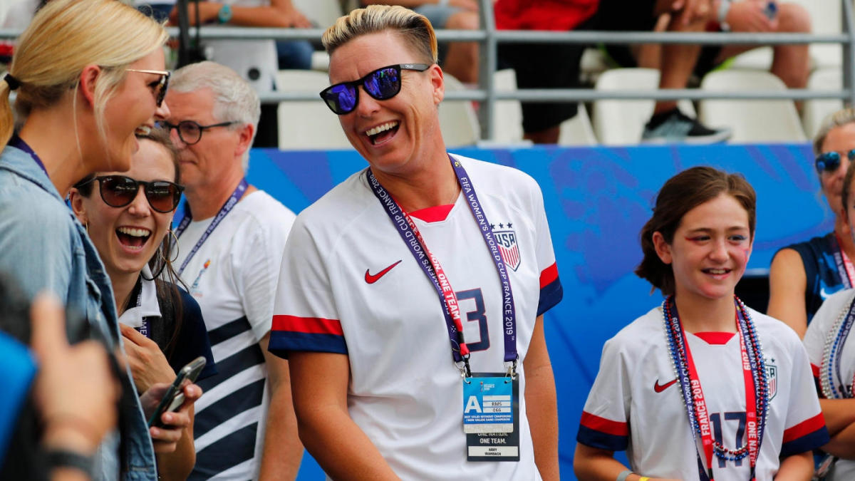 Former USWNT star Abby Wambach calls on U.S. Soccer to do its job in equal pay fight