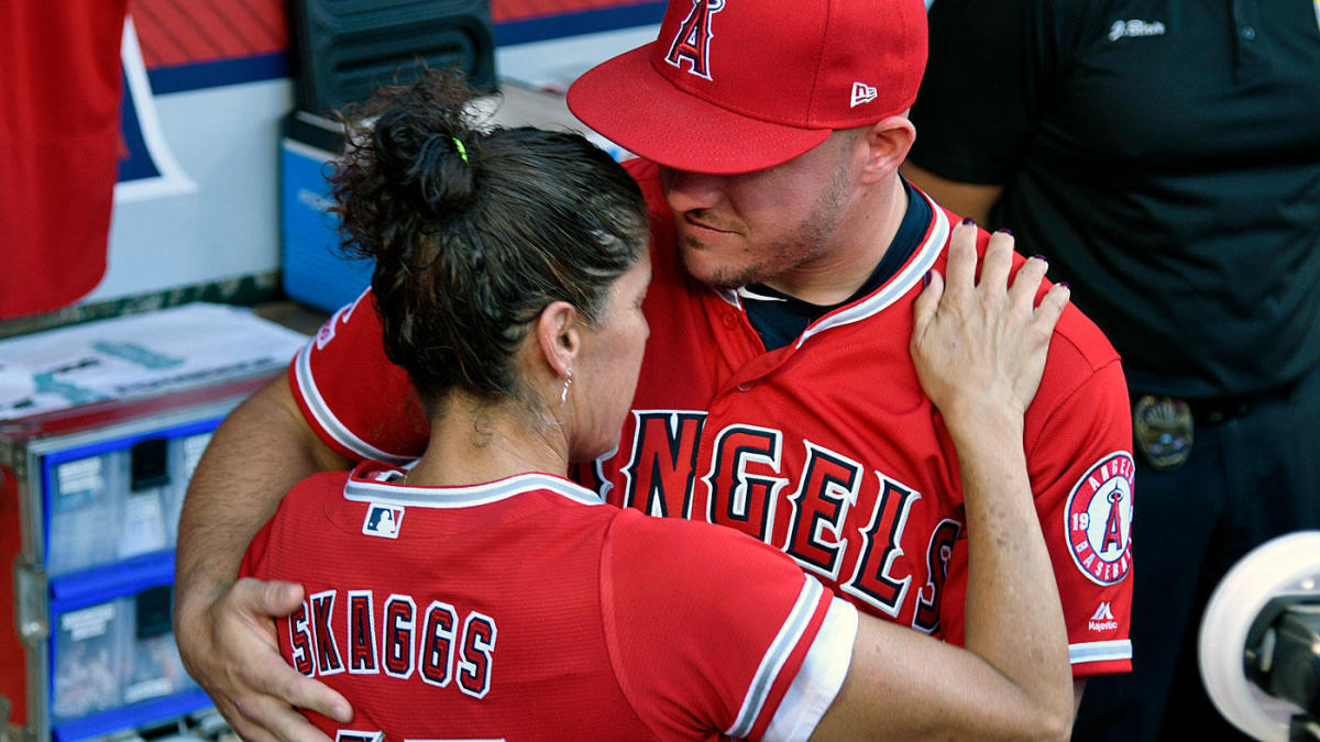 best website a5687 15c9a Mike Trout hits home run while wearing his late teammate ...
