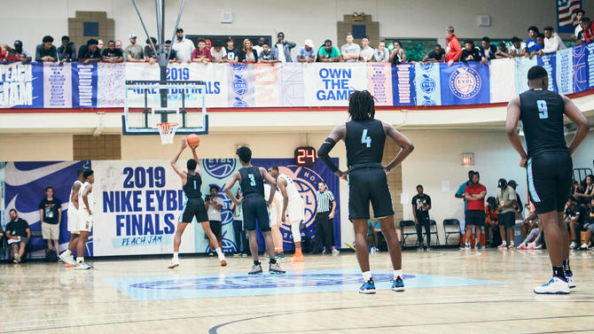 'Lunch is for cowards': Inside the grind of a day recruiting at the Peach Jam alongside a mid-major coach