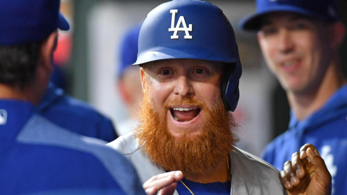 Dodgers' Justin Turner defends Phillies pitcher who plunked him, telling the umpire he shouldn't be ejected
