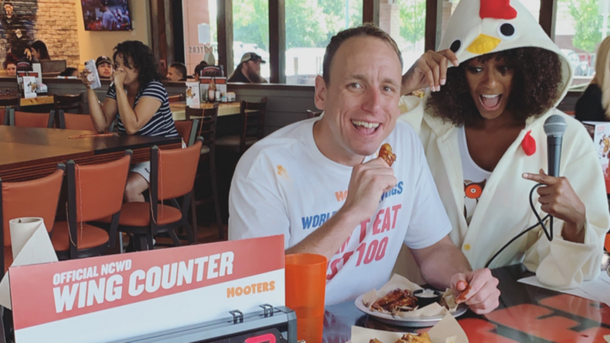 Hot dog eating champ Joey Chestnut scarfs down 413 wings for National Chicken Wing Day