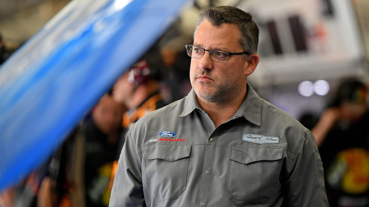 Tony Stewart punches heckler at Sprint Car event