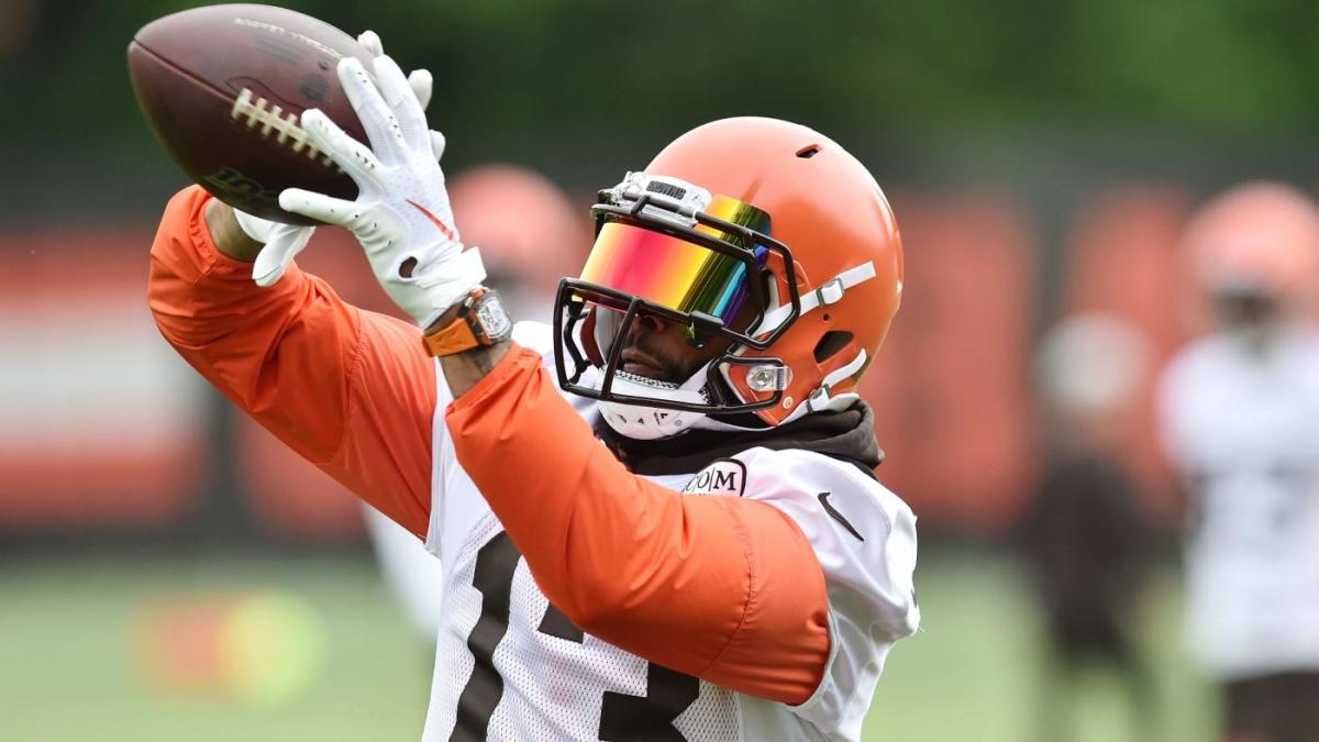 pretty nice 984cf 98f80 Odell Beckham pulls over in his car to sign Browns fan's ...