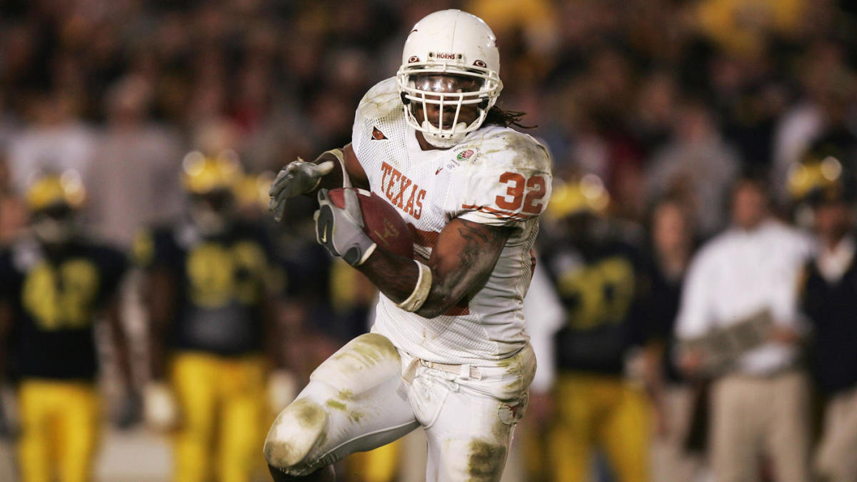 LOOK: Texas to honor Cedric Benson with helmet decals for upcoming 2019 season