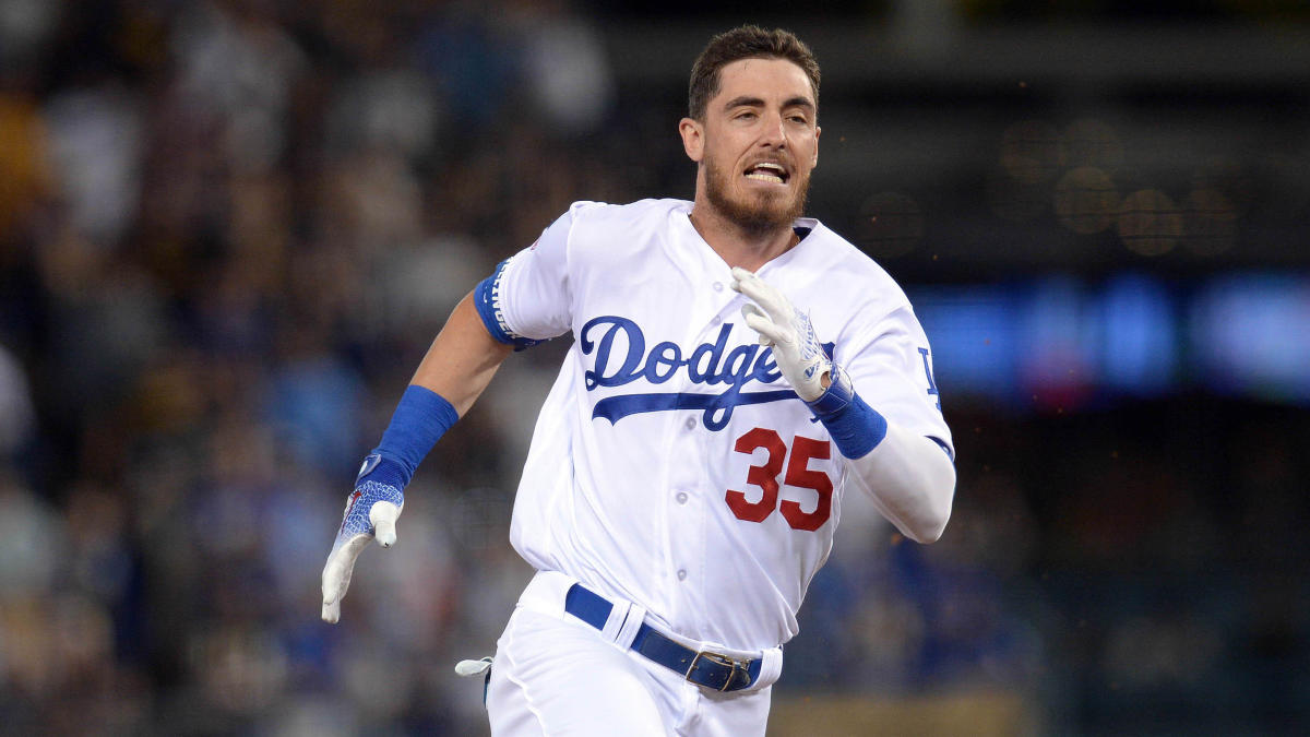 Cody Bellinger's pants fall down as he slides into third base, drives in 100th RBI of season in the process