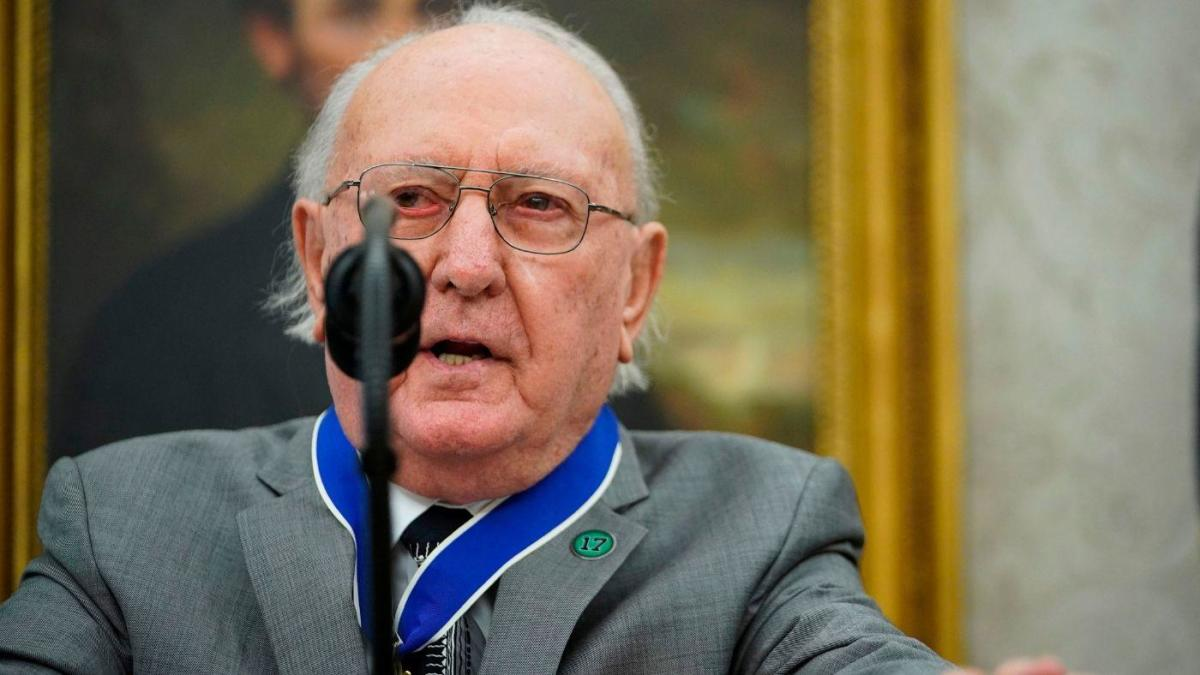 Bob Cousy, Celtics legend and Basketball Hall of Famer, receives Presidential Medal of Freedom