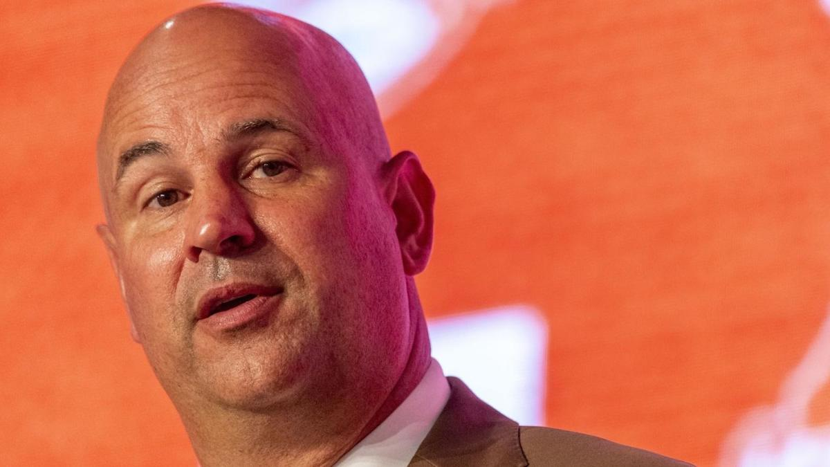 Jeremy Pruitt jokingly presents a strategy for Tennessee to keep the ball away from potent Alabama offense