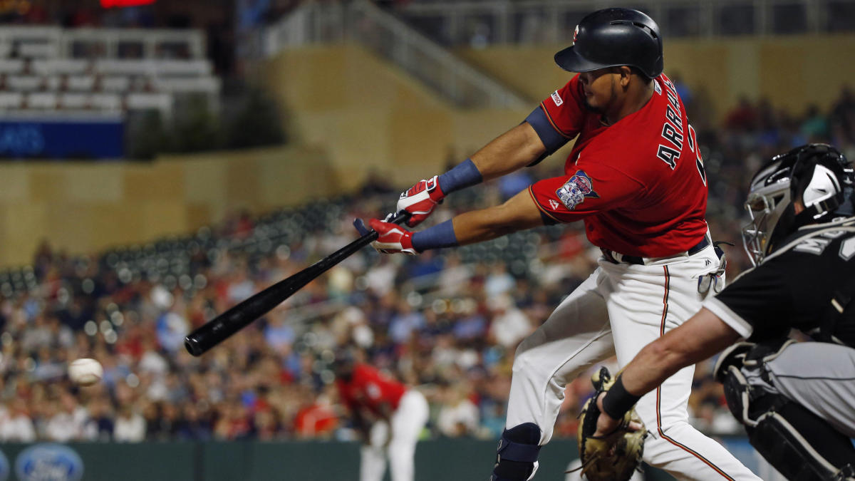 Luis Arraez's bizarre curved hit helps bring in two runs for the Twins against White Sox