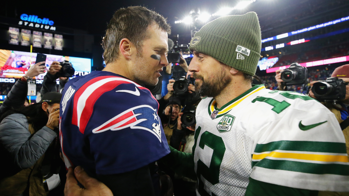 Aaron Rodgers laughs at Tom Brady's critics, doesn't see Pats' future Hall of Fame QB slowing down anytime soon