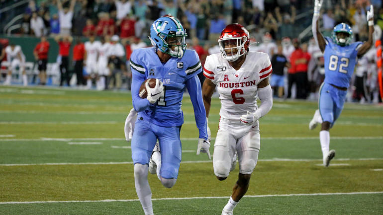 WATCH: Tulane tricks with fake kneel down, scores thrilling TD in final seconds to shock Houston
