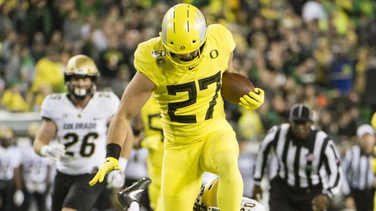 Oregon star tight end Jake Breeland to miss the rest of the season with apparent knee injury