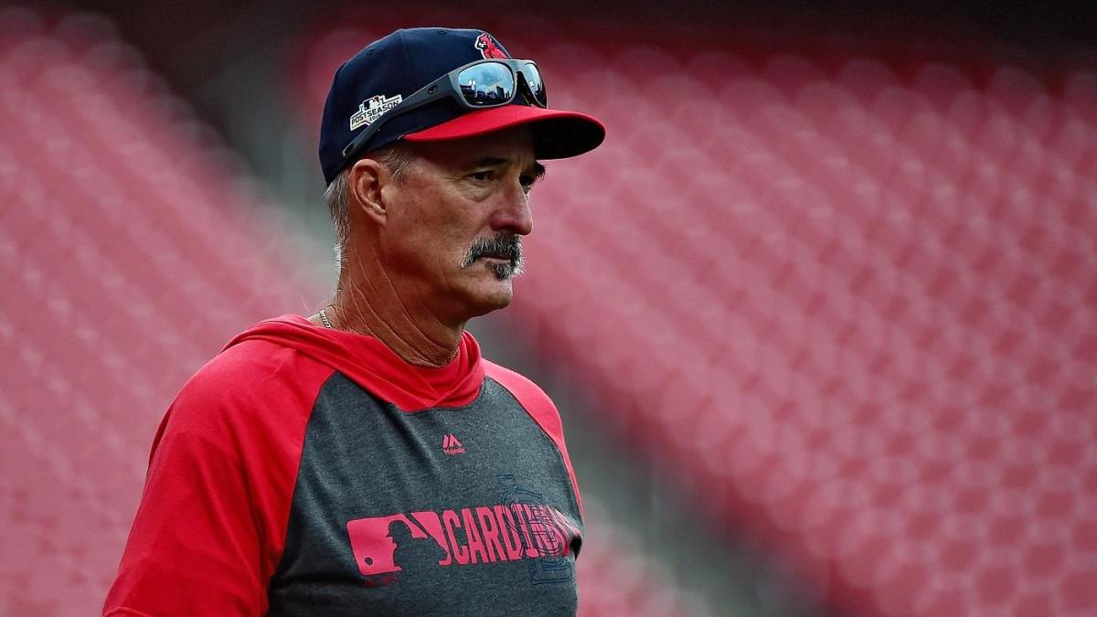 St. Louis Cardinals pitching coach Mike Maddux hits two holes-in-one while golfing ahead of NLDS Game 3