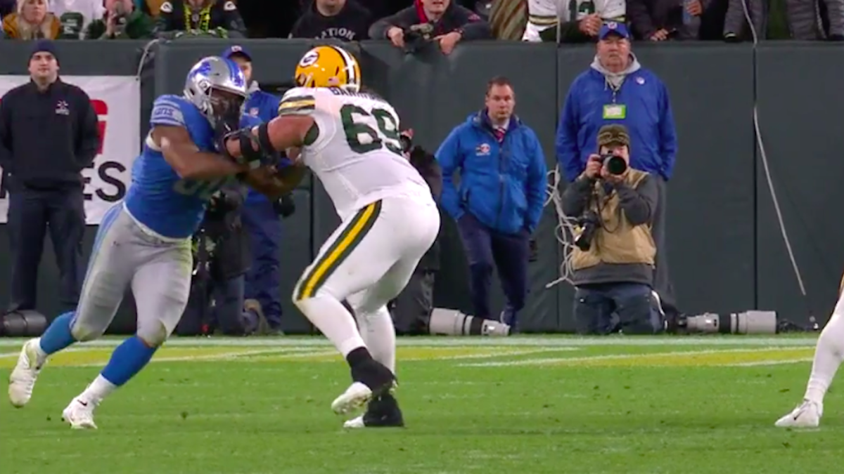 Packers left tackle admits he lobbied ref to throw flag on Lions, appears to have committed penalty himself
