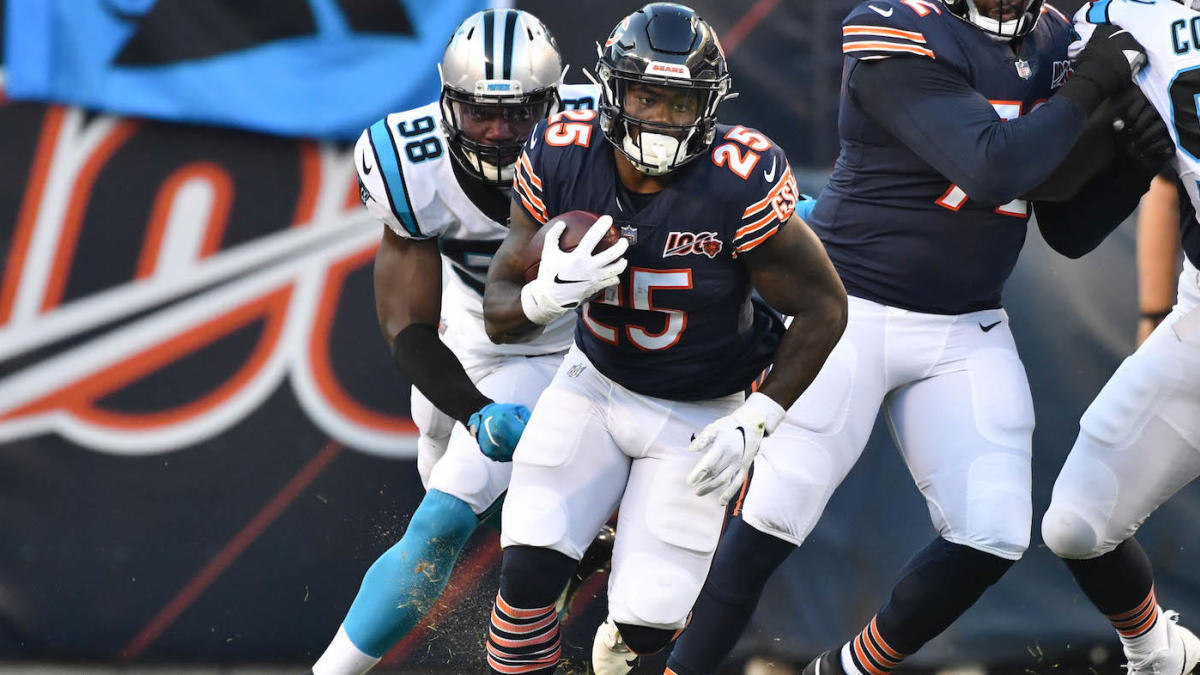 Panthers claim former Bears running back Mike Davis off waivers, adding depth behind Christian McCaffrey