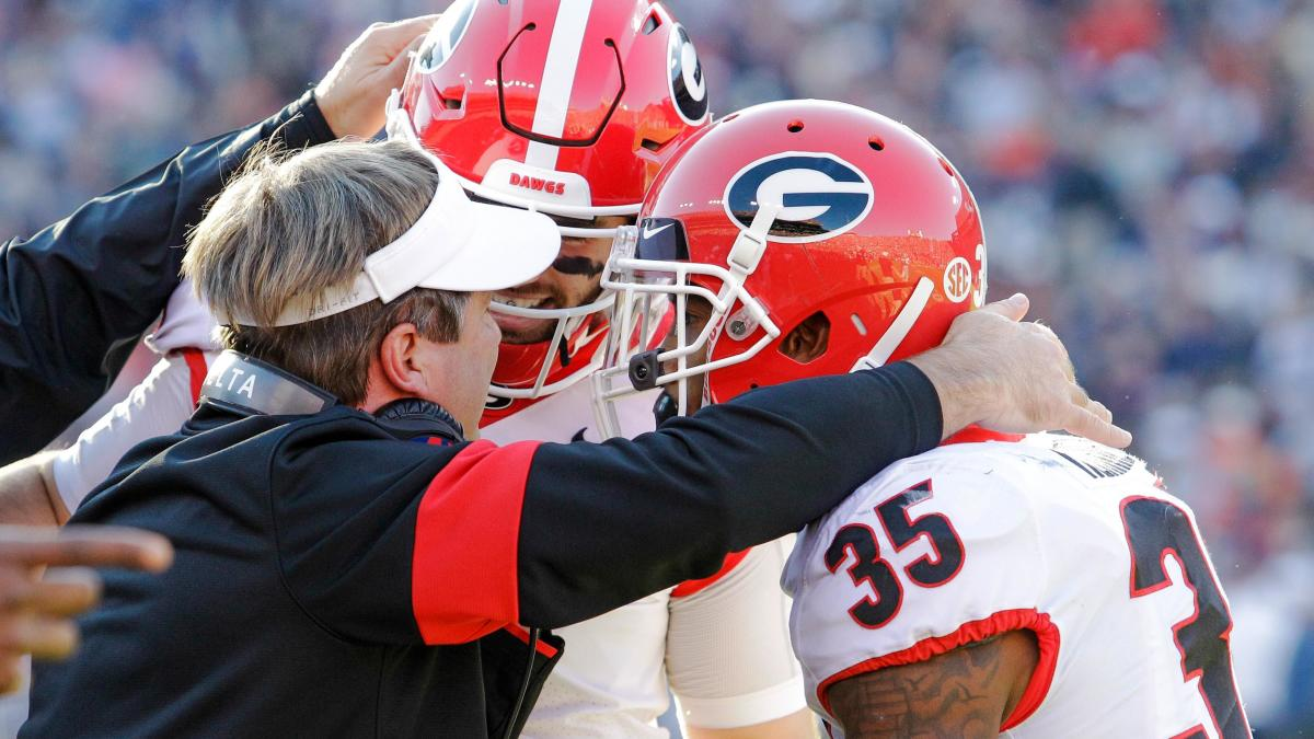 Photographer hit on sideline during Georgia-Auburn game shares picture she took before collision