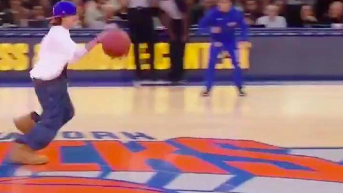 Children compete in the most New York race ever during break at Knicks game