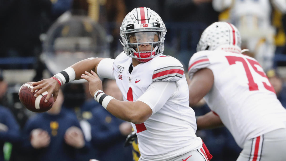 Ohio State QB Justin Fields aggravates sprained MCL injury against Michigan