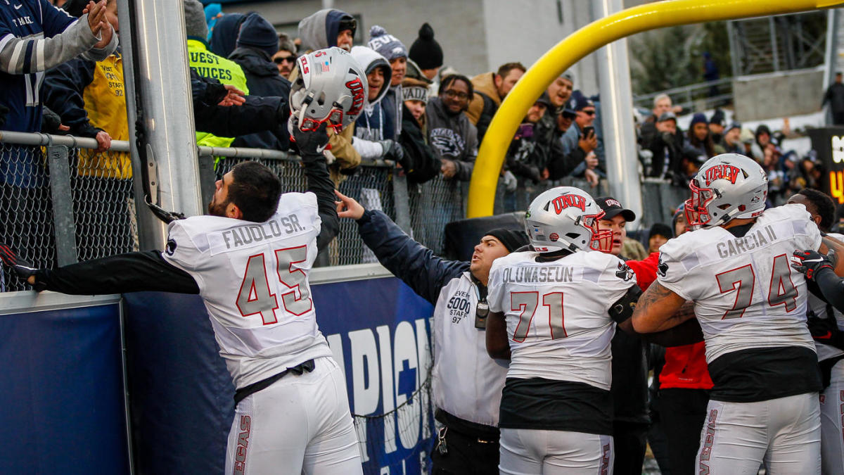 Massive Bench Clearing Brawl Erupts At End Of Unlv S Overtime Victory Vs Nevada Cbssports Com