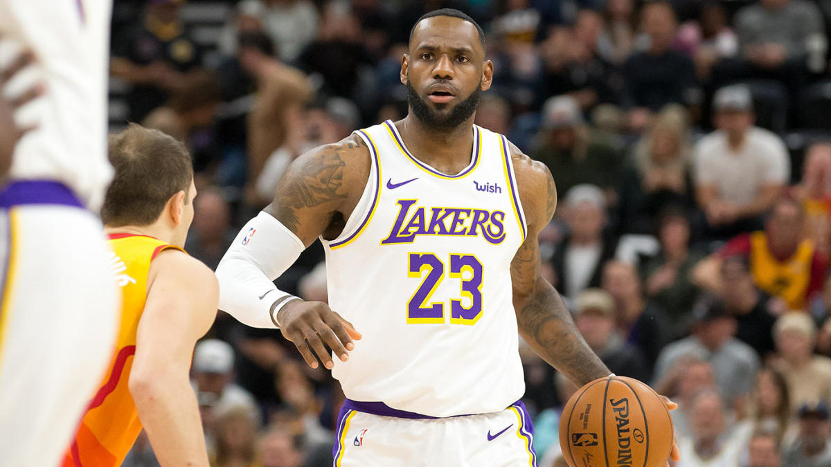 LeBron James explains how he 'malfunctioned' on that hilarious missed travel call in the Lakers-Jazz game