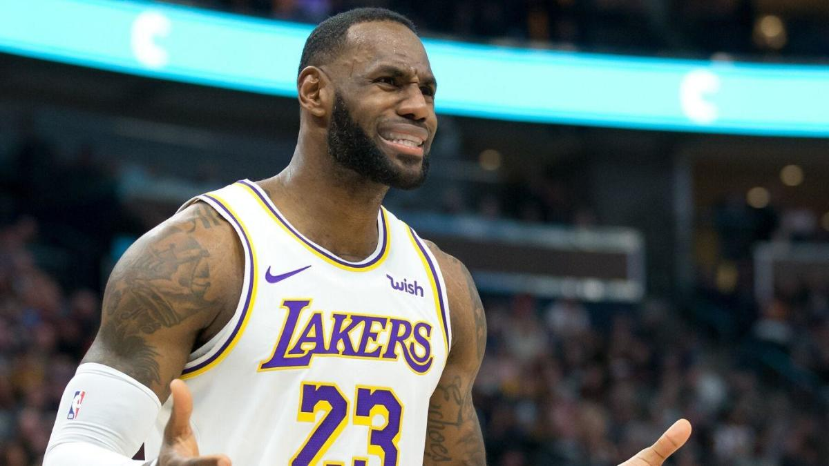 Lakers vs. Jazz: LeBron James forgets to dribble for a few seconds, gets away with hilarious travel - CBSSports.com