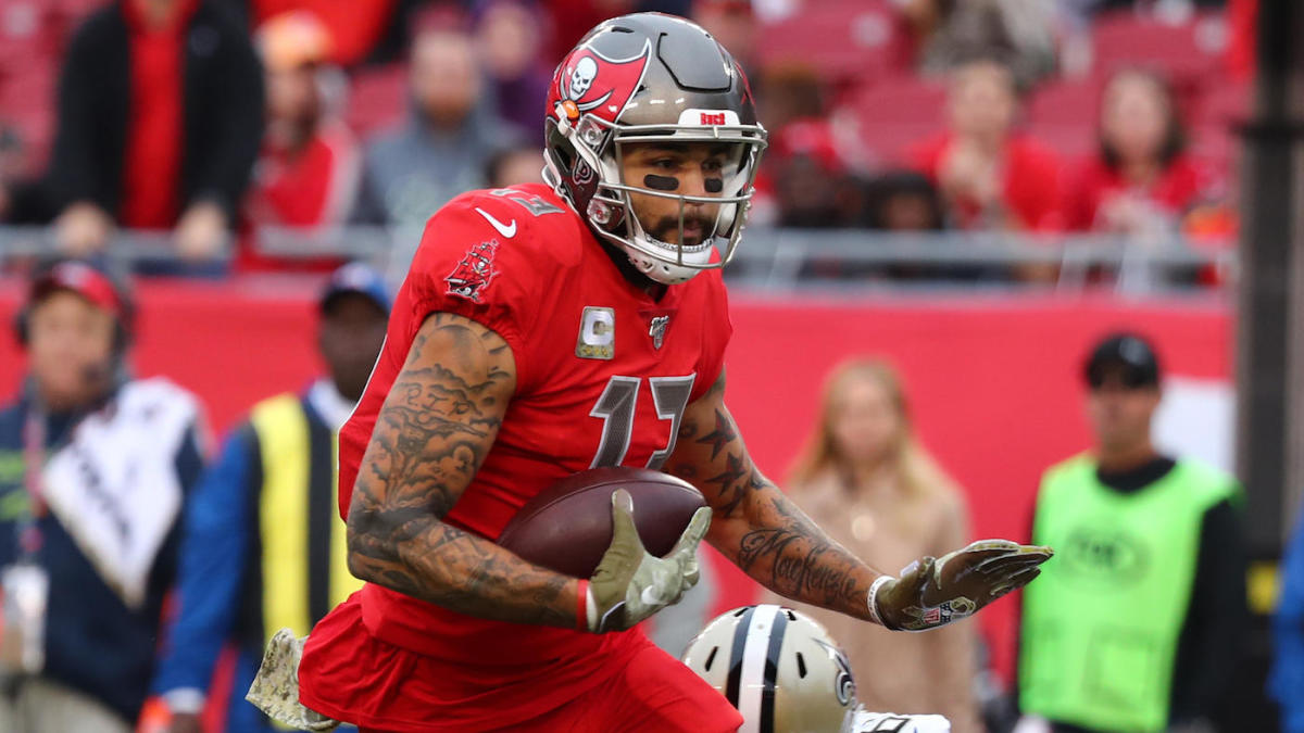 Buccaneers' Mike Evans briefly exits game against Chargers before returning - CBSSports.com