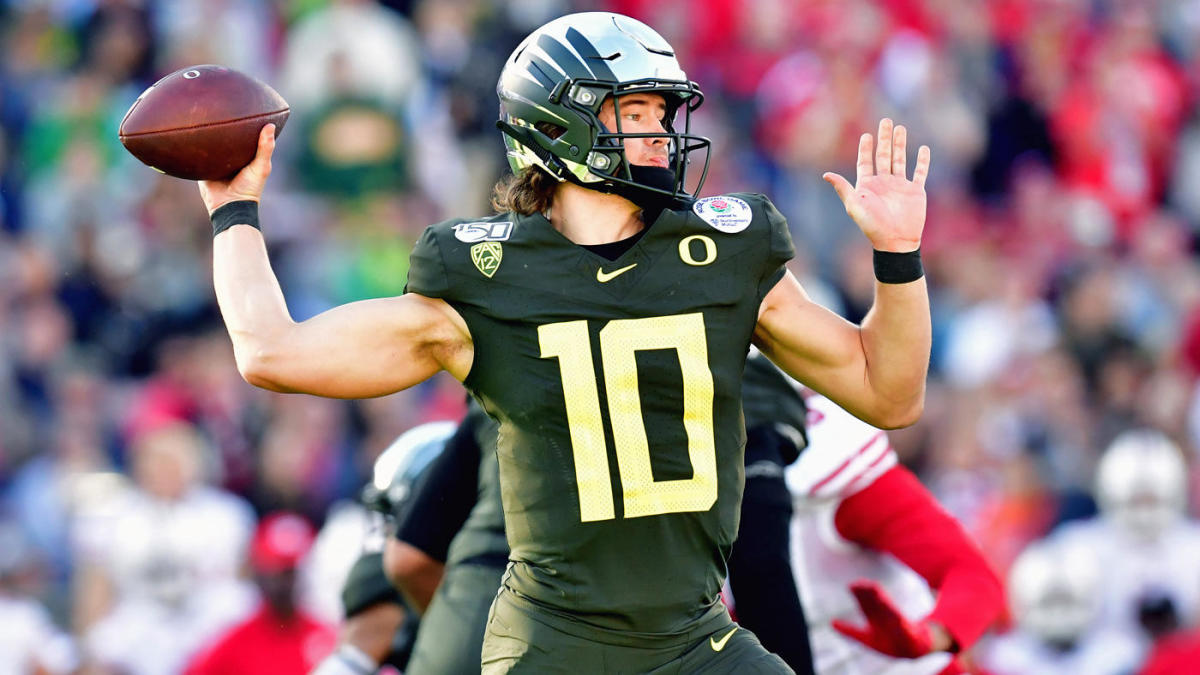 AP Top 25 poll: Oregon finishes in top five, Penn State and Minnesota round out top 10 of rankings