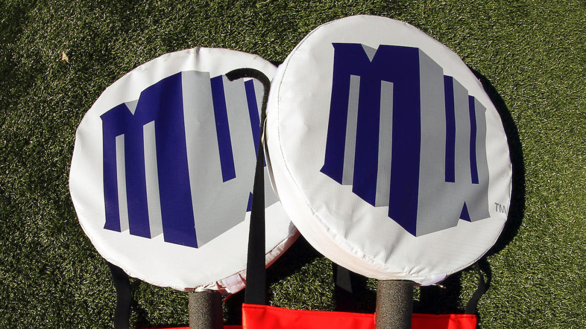 Mountain West and CBS Sports renew TV deal to air college football, basketball games through 2025-26
